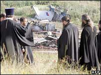 Orthodox priests hold a service at the crash site in eastern Ukraine