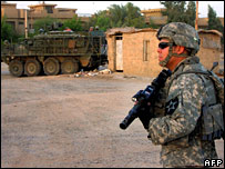 US soldiers conduct house-to-house searches in Baghdad, August 15, 2006.