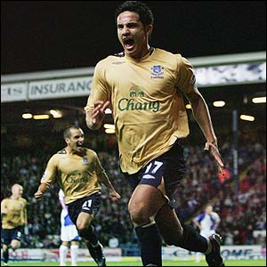 Tim Cahill scores for Everton