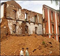 Destroyed palace in Tansen