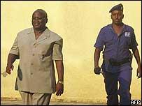 Ex-President Domitien Ndayizeye being arrested