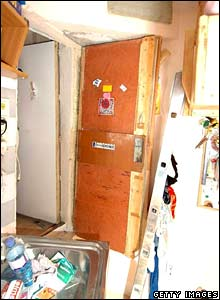 A door leads into a hidden room where Natascha Kampusch was kept