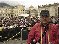 Manuel Velandia, activista, en marcha a favor de derechos gay en Bogotá.