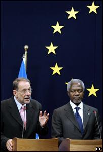 Javier Solana, el jefe de relaciones internacionales de la UE, y el secretario general de la ONU, Kofi Annan