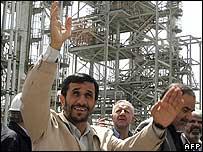 Iranian President Ahmadinejad at Arak nuclear facility