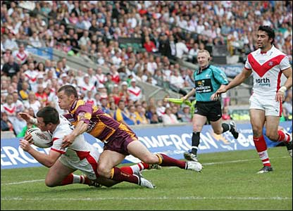 Jamie Lyon scores for St Helens