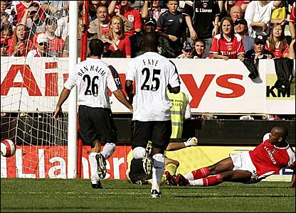 Darren Bent (right) scores his, and Chartlon's, second goal