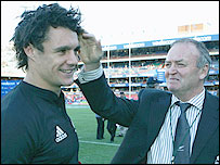 Graham Henry (R) and fly-half Dan Carter
