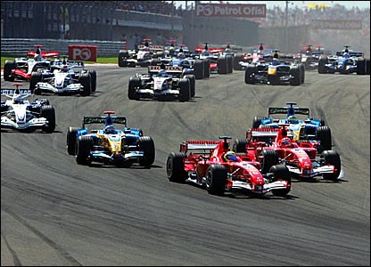 Felipe Massa leads the Turkish Grand Prix into turn one