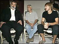 (left to right) Palestinian Prime Minister Ismail Haniya, Steve Centanni and Olaf Wiig