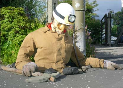 Scarecrow digging (picture by Duncan Kirkhope)