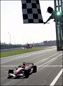 Felipe Massa takes the chequered flag in Istanbul