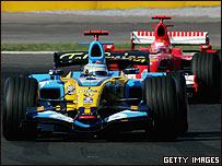 Alonso resisti� el ataque de Schumacher y aument� a doce puntos su ventaja sobre el alem�n.