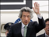 Mr Koizumi boards a plane to Central Asia, Monday 28th Aug