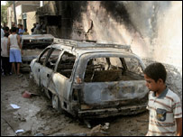 آثار دمار نتيجة معركة بين قوات أمريكية وأنصار الصدر في مدينة الصدر في بغداد