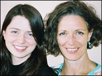 Sue Breetzke (r) and her daughter Seren
