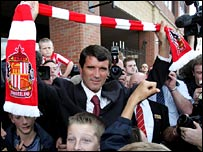 Roy Keane is welcomed by the Sunderland fans