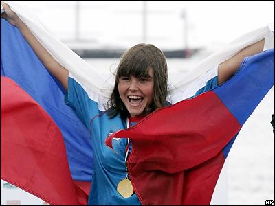 У женщин на этой же дистанции победу праздновала россиянка Лариса Ильченко