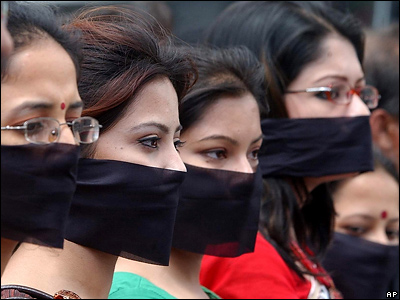 Сотрудники первого частного телеканала, закрытого в Бангладеш четыре года назад, просят власти разрешить станции работать