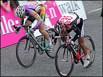 Pedersen (right) battles with Goss at the finish (picture courtesy of Kim Ayres)