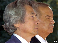 Mr Koizumi with Uzbek President Islam Karimov in Tashkent