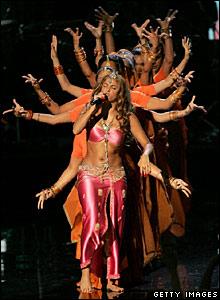 Shakira and dancers