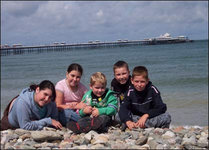 Cousins Tilly, Ellen, Elis, Josef and Dewi enjoying a day at the seaside in Llandudno