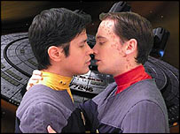 Star Trek: Hidden Frontier characters Aster and Zen kiss