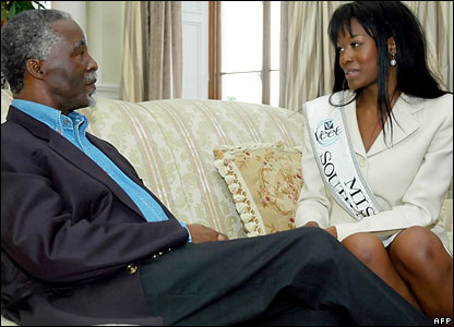 South Africa's President Thabo Mbeki (l) talks to Miss South Africa