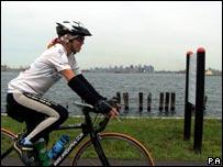 Jane Tomlinson arriving in New York City in September 2006