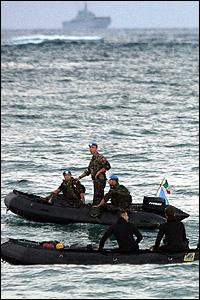 القوات الإيطالية لحظة وصولها الى صور