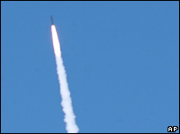 Interceptor missile moves towards its target on 1 Sep 2006
