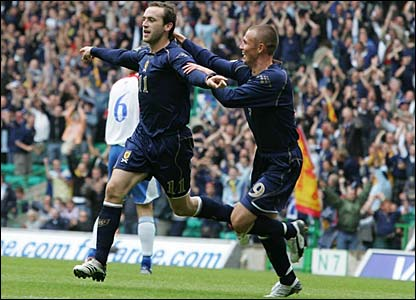 James McFadden celebrates his goal with Kenny Miller