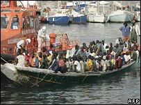 A boat with 114 people on board arrives in a port in Tenerife