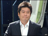 Takafumi Horie arriving at court
