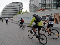 Cycling on the Thames Path