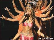 Shakira cantó en los premios MTV