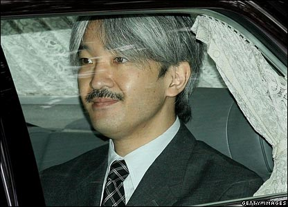 Prince Akishino in the car on the way to the hospital