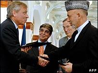 Jaap de Hoop Scheffer (L) and Hamid Karzai