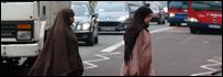 Mujeres musulmanas caminando en Londres