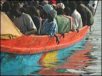 Inmigrantes africanos llegan a Tenerife.