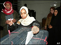 Iraqis vote for a new parliament in 2005