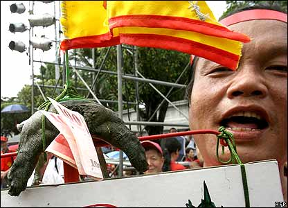 A protester holds a live turtle used as a reference to portray Taiwanese President Chen-Shui bian.
