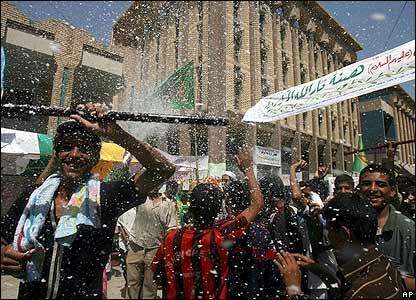 Iraqi pilgrims spray foam as they arrive in Karbala