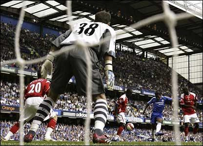 Chelsea's Didier Drogba shoots past Scott Carson