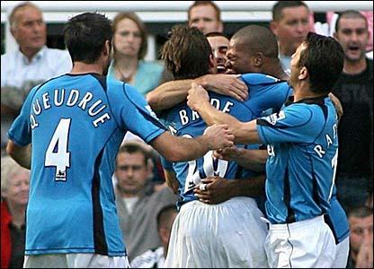 Fulham celebrate Brian McBride's goal