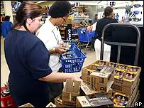 People shopping for batteries