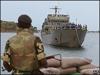 Naval ship carrying people from northern Jaffna arrives in Trincomalee on 9 September 2006
