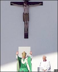 Pope Benedict celebrates Mass in Munich