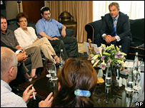 Blair meeting families of hostage soldiers